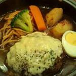 洋食 浅草軒 - チーズたっぷり土鍋の煮込みハンバーグのアップ