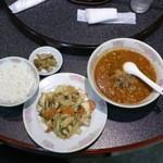 16861818 - エビ・イカと野菜炒め 坦々麺セット