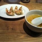 16862194 - セットの餃子とスープ