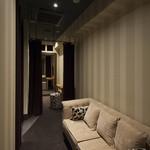 アクアリウムイタリアン心斎橋ライム - バンケット控室。新郎新婦様に広々ご利用いただけます。