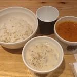 16865246 - 2013/01 スープストックセット(スープ(スモール:180cc)1つ、石窯パンまたは白胡麻ご飯)900円:オマール海老のビスクとオニオンクリームポタージュと白胡麻ご飯