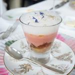 モナリザ - コンソメゼリーと生ハム、桃のガスパチョ、泡のソース