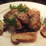 16867926 - 「牡蠣のムニエル ポルチーニ茸と秋のきのこ」 :添えられているのは、                       ポルチーニ・シメジ・マッシュルーム・エリンギ・舞茸♪
