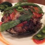 16867930 - 「マグロ尾のステーキ」:マグロ自体はさっぱりと塩味。                       皮がカリッと香ばしく、                       コラーゲン質がトロッと口の中に拡がる贅沢!