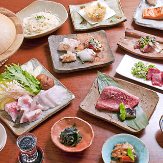 旬の鮮魚をあしらった九州郷土料理をお楽しみください。