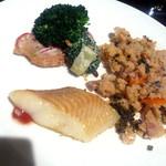 16875586 - サラダの次は卯の花、低脂肪の白味魚、ブロッコリーなど(2013/01/18)