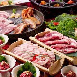 人気の琉球豚と山形県産黒豚のサムギョプサルコース