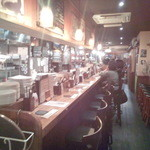 Irish pub Booties・・・ - 奥に長いカウンター、テーブル席の構成。奥は広くなってて、結構な収容人数を誇ります