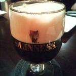 Irish pub Booties・・・ - 最初は、ギネスのハーフパイントで始め、ビールで乾杯。