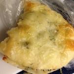 ドゥ マゴ パリ  - チーズが入ったパン ¥241