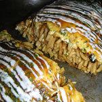 鉄板焼ダイニング つくし プレミアム - オムそば断面・・独特な太麺