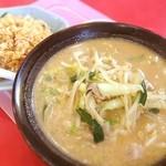 中華食堂 ひでいち - 料理写真:みそたんめんとミニピリ辛チャーハン(๑´ڡ`๑) バリウマ(๑¯◡¯๑)