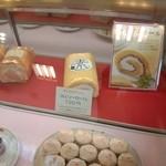 かしはる - 料理写真:ロールケーキ(^^) シューロールもあった!
