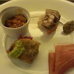 16883593 - 前菜盛り合わせ 時計回りに 鴨と木の実のパテ・生ハム・コッパ・トリッパの煮込み