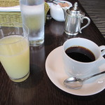 カフェ カリフォルニア - グレープフルーツジュースと珈琲