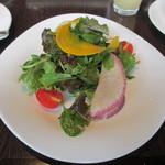 カフェ カリフォルニア - 産地直送野菜も取り入れた新鮮リーフサラダ 人参ドレッシング
