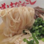 麺道はなもこし - 自家製の平打ち麺に鶏コラーゲンたっぷりのトロトロスープが絡みます。