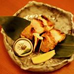 鳥彌三 あざみ - 地鶏モモ肉の塩焼
