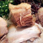 柳屋 - 角煮ラーメン(白)の角煮アップ