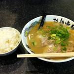 拉麺帝国 - ランチメニューのラーメンライス600円。ランチタイムには、その他のラーメンでも+50円でライスを追加できます。