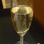 16893906 - 喉を潤すスパークリングワイン