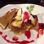古民家カフェ&バル saburo36 - チーズケーキ付きのフレンチトースト