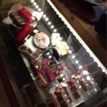 古民家カフェ&バル saburo36 - ショーウィンドウにはお菓子があります