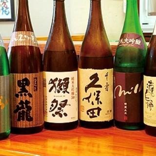 愛媛の地酒から全国の銘酒まで数多く揃えています。
