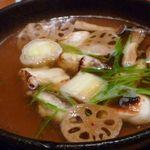 キヨノ - 焼き白子・焼きふぐ・焼き下仁田ネギの鍋・・お出汁も美味しいですが、それぞれの食材が焼かれているのでその香ばしさも加わりお味に深みが増しますね。