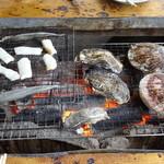 竹崎海産 - イカ、ししゃも、カキ、ホタテ焼いてます