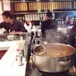 てっちゃん - 2013011X 煮込みのなべが、暖かたかそうです。