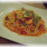シンプリー イタリアン - ランチのパスタセット¥850 エビとエリンギのトマトソースペスカトーレ