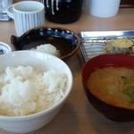 揚げたて天ぷら やぐら - ご飯、味噌汁、揚げたて天ぷら(数回に分け)