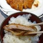 16908693 - 「本日のランチセット」国産豚のトンカツ530円…大当たり