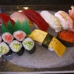 一心寿司 - 料理写真:しじみ味噌汁・サラダ付き