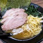 ラーメン武蔵家 - チャーシューメン、850円。油多め。