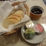 ポルトガリア - パン&オリーブ&パテ(カバーチャージ)