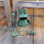 ウドンスタンド五頭 - 出迎えてくれるのは、カエル!
