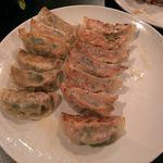 上海酒家 軼菁飯店 - 餃子、めちゃウマで御座いました。