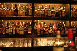 BAR五 - 綺麗にボトルが並んでおります (2013/01 Ⅲ)