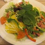 ポムズファーム - ベーコンと野菜サラダのオムライス