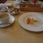 イタリアキッチン ヴォナセーラ - コーヒーとデザート