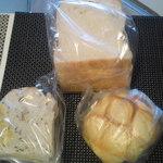 16919041 - 食パン、おさつブレッド、メロンパン