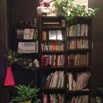 Cham - 雑誌、漫画、小説、沢山の本があります!植物の溢れた店内です★