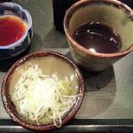 16923612 - 薬味・蕎麦汁