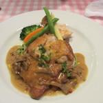 ブラッスリー カズ - 若鶏もも肉のカリッとソテー シャンピニオンソース