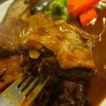 隣の洋食屋さん ブラボーパパ - トロトロになるまで煮込まれたビーフ