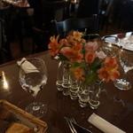 ビストロ ミツ - テーブルの華。バラ