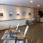 松川温泉 峡雲荘 - ここは2階の別館との境目のイスや雑誌
