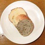 16929764 - 生ウニのトマトクリームスパゲッティ 1200円 の自家製パン